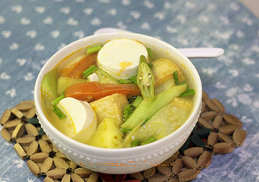 Vegetarian Sour Soup (Canh Chua Chay)